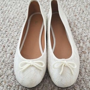 Cream Colored Lace Ballet Flats with Bow Detail